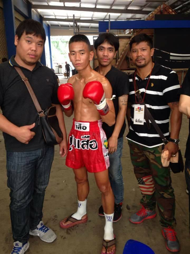 muay thai fighter before fight